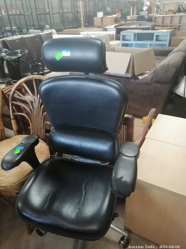 114 Comfortable & Adjustable Office Chair