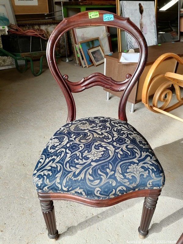 327 Vintage Occasional chair with upholstered cushion