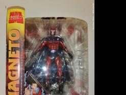 Description 211 Marvel Select Magneto Figurine
