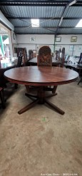 Description 305 Extendable Round Table