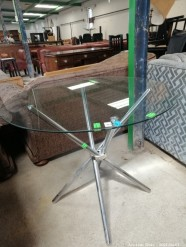 Description 327 Modern Tempered Glass Table with Metal Foot
