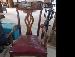 Description 495 - Classic Wooden Carver