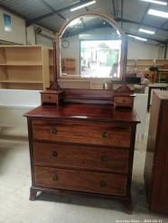 Description 300 Exquisite Bureau with Mirror