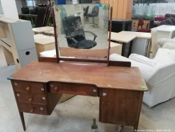 Description 514 Dressing Table